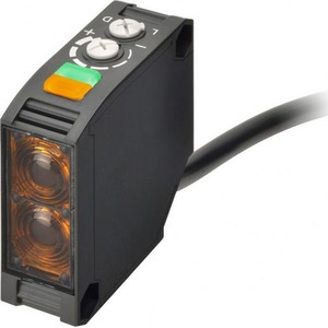 Omron Photoelectric sensor, square body, red LED, retro-reflective